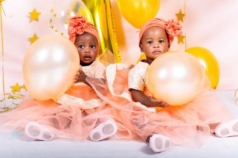 Oratilwe and Paballo's gold and pink cake smash and bubble bath