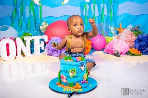 Khumo's cake smash and bubble bath with baby shark theme